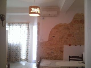 Studio apartment for 2 near the city center., Heraklion