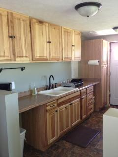 FULLY FURNISHED HICKORY KITCHEN