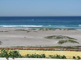 Relax to the sound of the waves, Rosarito