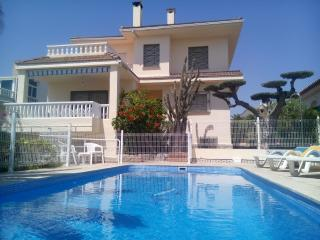 Lovely 5BR Villa with Pool + 200 M to the beach