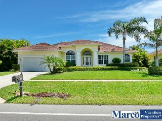 Elegant waterfront house with heated pool and short walk to Tigertail Beach, Marco Island
