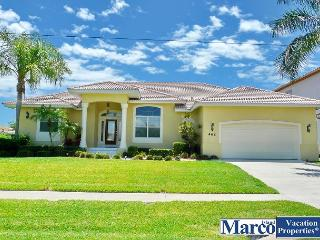 Waterfront house w/ heated pool, hot tub & western exposure for sunsets, Marco Island