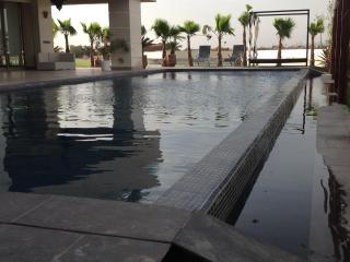VILLA BAOLI - MARRAKECH -PISCINE A DEBORDEMENT, Marrakech