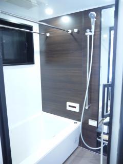 Bathroom with 3-way shower head