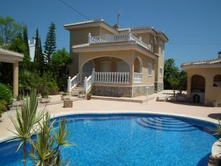 Villa Kathy with privat pool in centre of Quesada