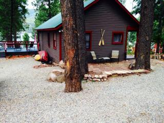 Shanty Chic 2 Bedroom Cabin on Vallecito Lake