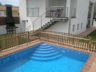 Ideal holiday home.With heated pool.Capacity 10 pe, Sant Carles de la Rapita