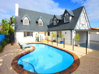GOLD COAST HOLIDAY HOUSE ABSOLUTE WATERFRONT, Mermaid Waters