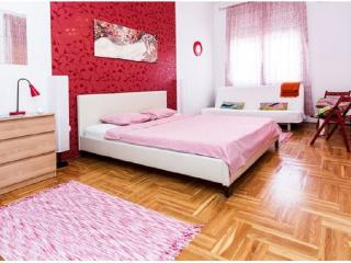 12BEDs 4BEDROOMs 2.5BATH @OLD-TOWN, Budapeste