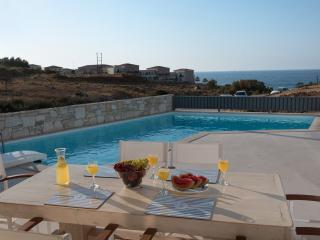 ,Villa Levanda with pool ,50m from beach/shops., Panormos