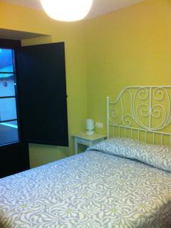 Dormitorio con cama de 135cm