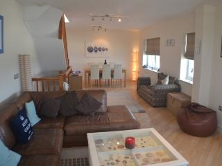 Spacious Penthouse right on Pwllheli Beach