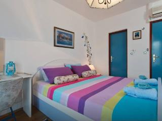 CENTRALLY LOCATED Room & Bathroom + free kitchen, Hvar