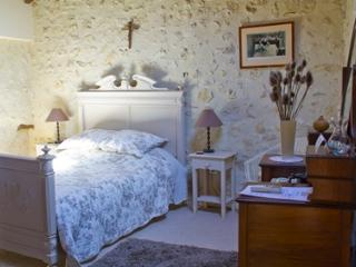 Le Clozet B&B - Oliver Bedroom, Pouy-Roquelaure