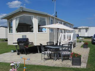 Hopton Holiday Park, 3 bed Caravan