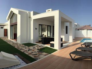 Private Villa With Heated Pool and Jacuzzi, Playa Blanca