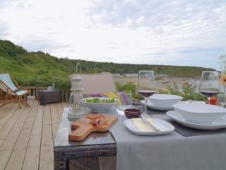 Cliff top decking with alfresco dining