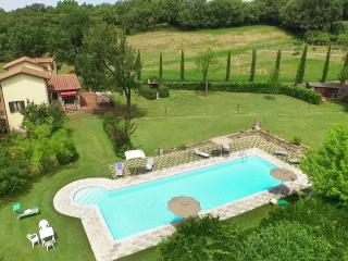 Independent Villa with pooll  between Anghiari Tuscany recommended for families