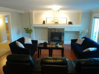 Cozy large 2BD room 3 beds, living+dining 1400 sft, Surrey