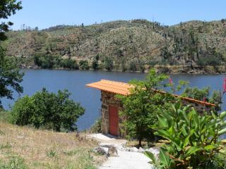 Penedo Boavista: romantic house with river views, Povoa de Midoes