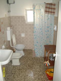 Bagno seconda prospettiva (l'appartamento ha anche una doccia esterna non presente nelle foto)