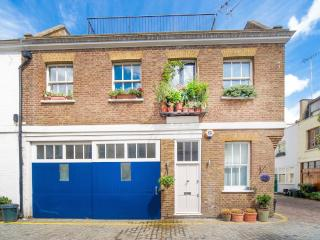 Luxurious one bedroom mews house in Kensington
