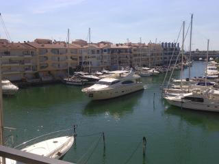 golden dream yacht hotel