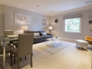 Luxury two bedroom apartment in restored townhouse, London