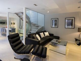 Luxury three bedroom, three bathroom with air con, Londres