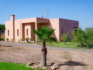 Villa avec piscine privee et personnel
