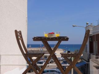 Pretty house with a view on the sea and terrace, Marina Di Ostuni
