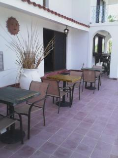 Outside tables for drinks or food while you watcht he pelicans and sea gulls fly by