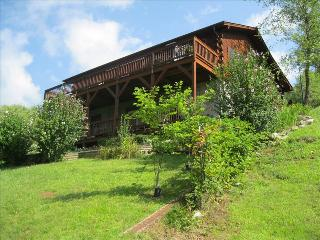 Mountain Peeks--3 bed,3ba.great view, pet friendly, Maggie Valley