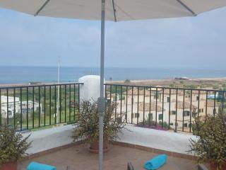 Ático en primera linea de playa con vistas al mar, Zahara de los Atunes