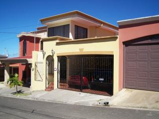 Lovely House in Gated Community, Heredia