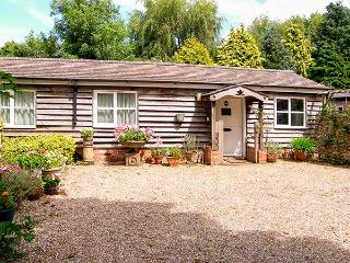 BREACH COTTAGE, single-storey barn conversion, off road parking, garden, in Devizes, Ref 25806