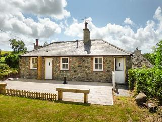 TY UCHAF, character cottage, off road parking, large garden, near Trefor, Ref. 5308