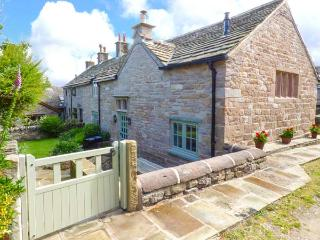 DISLEY HALL, woodburner, WiFi, en-suite, character cottage in Disley, Ref