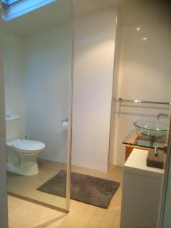 Upper bedroom ensuite