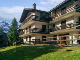 Flat with stunning mountain views in Valtournenche