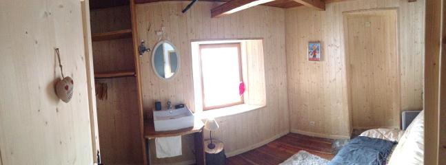 The second bedroom with sink  with beautiful views on the mountain