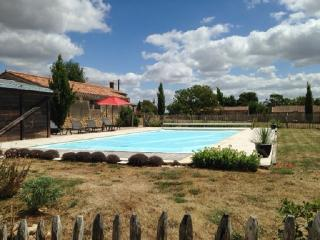 House with pool and tennis court, Saint-Cyr-en-Talmondais