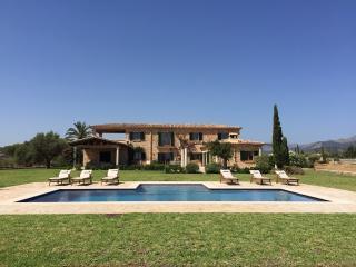 Luxury 6 Bedroom Villa With Private Cinema & Gym