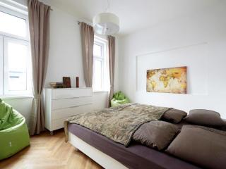 100m² Cozy & Splendid Apartment for 6-8 People I, Viena