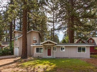 Darling upgraded cozy cottage in a quiet neighborhood, close to everything!, South Lake Tahoe