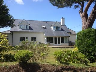 New build 4 Bed Cottage with stove and UFH, 10minute walk to Nefyn beach., Morfa Nefyn