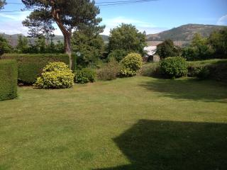 East facing gardens....ideal for sunny morning coffee