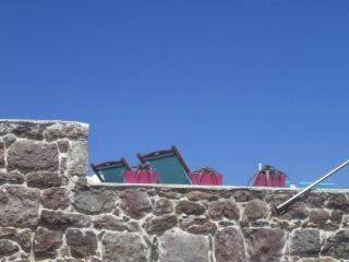 Machi House Milos, Plaka