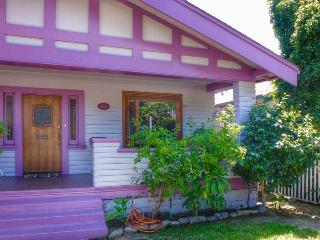 Purple Moon Seabreeze Cottage, Ventura