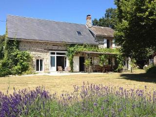 Charming, rustic and beautiful farmhouse., Auzances
